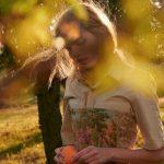 Daphne Groeneveld omarmt outdoor life in ELLE Italia